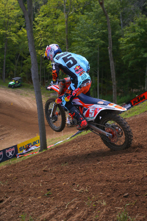 Ryan Dungey dropping back in after the Godzilla jump. He finished his championship season with a win in the first moto, and a second in moto two.