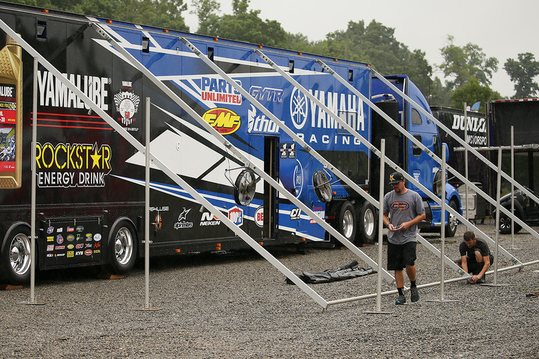 With rainy weather forecast from Thursday through Saturday at Muddy Creek, a lot of teams opted to park and set up on Thursday, rather than on Friday, when they usually do it. Since most of the crews didn't arrive until Friday, we spotted several truck drivers helping each other out.
