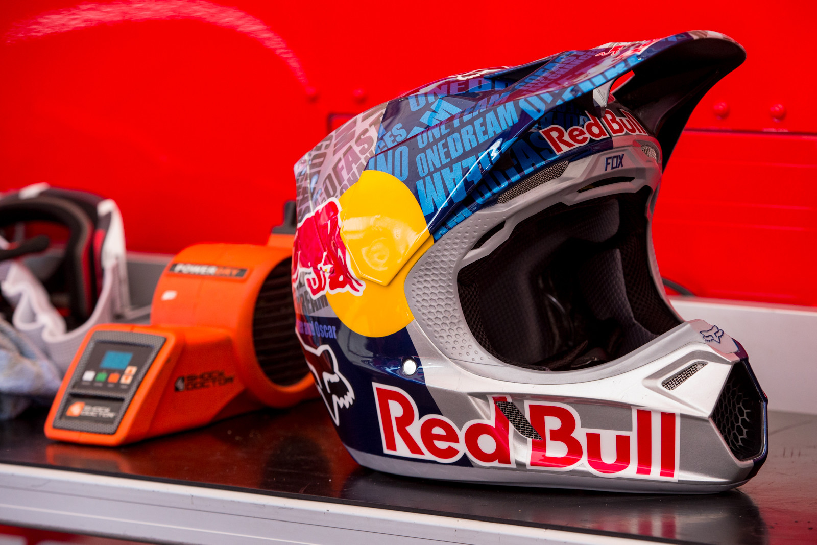 Kenny's lid this weekend is sick, check out all the wording.