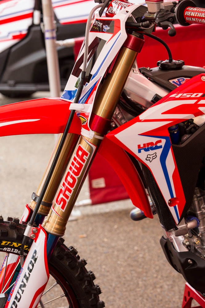 We noticed Ken Roczen's fork tubes have had a stock look to them for a few rounds now...