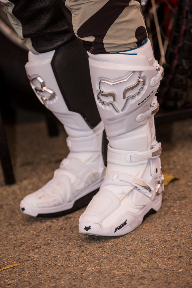 These Instincts are reminiscent of the ole Fox F3s that James Stewart used to have, all white with silver accents. Fox, can we please have these?