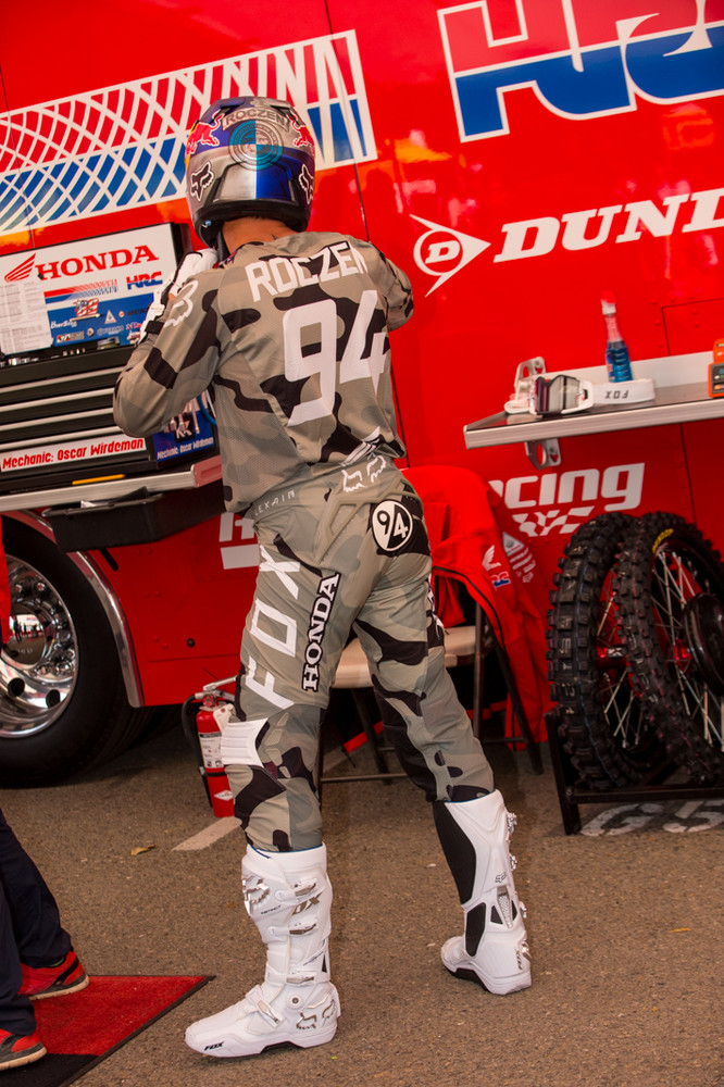 Fox has been going all out with custom designs for Ken Roczen this year.