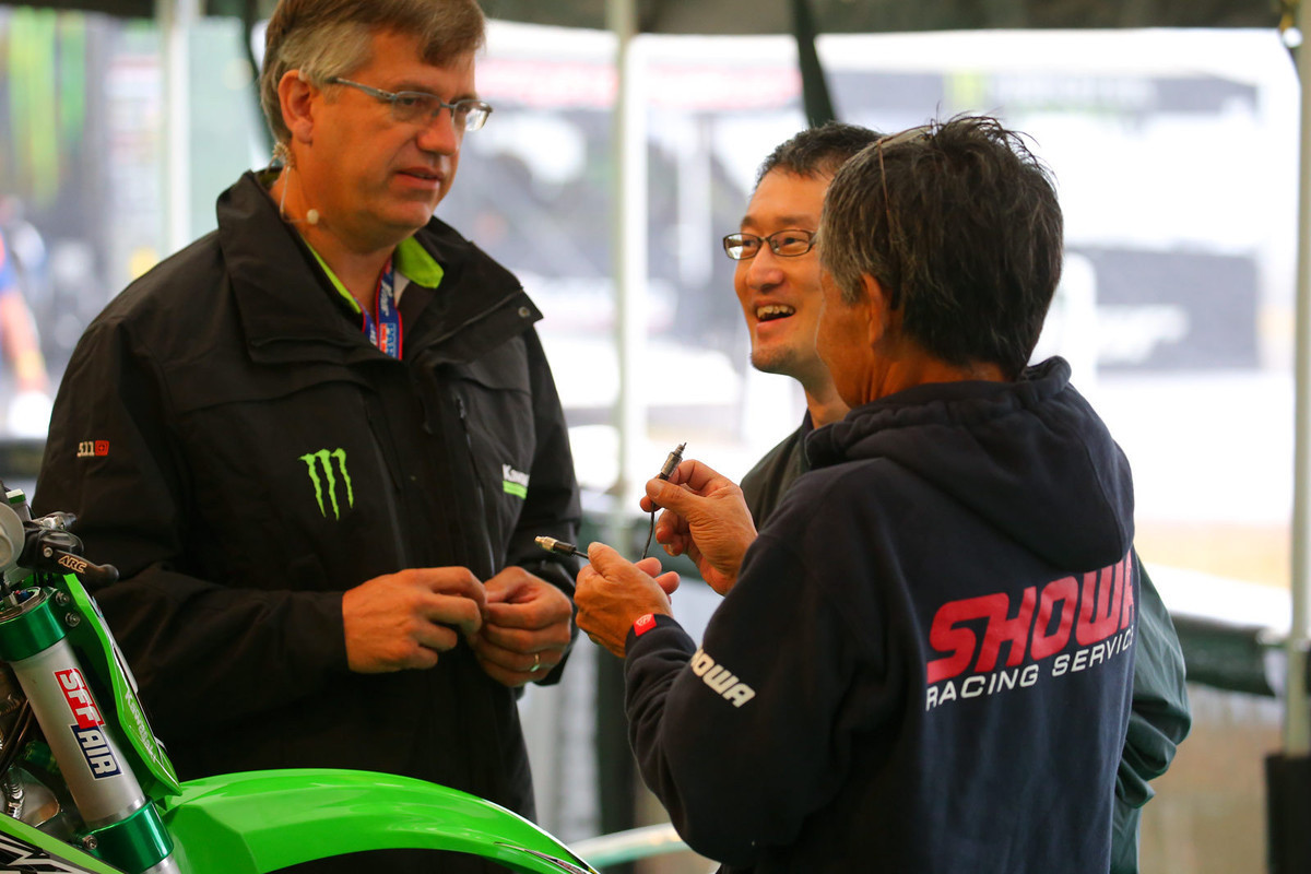 In the past, we've spotted the Showa crew working with Theo on a sensor that checks pressure and temperature on the forks while on the track.