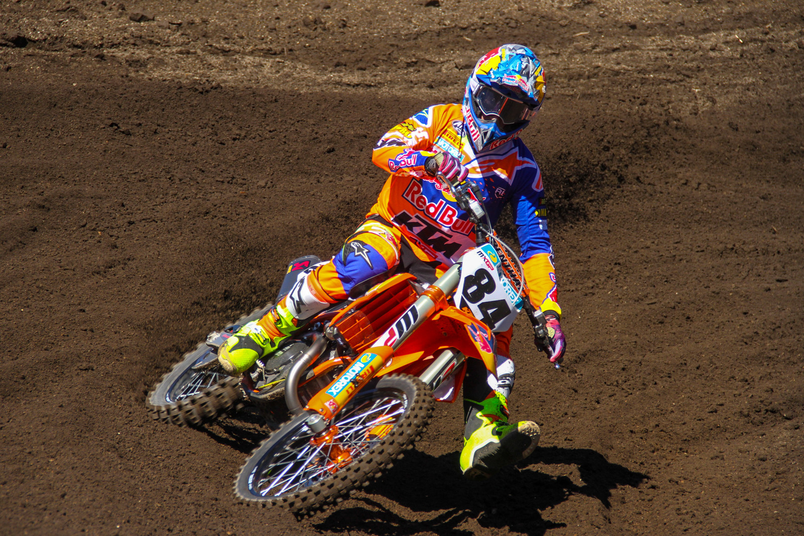 Jeffrey Herlings came into his second MXGP season healthy and ready to go, trading moto wins with the defending champion Antonio Cairoli.