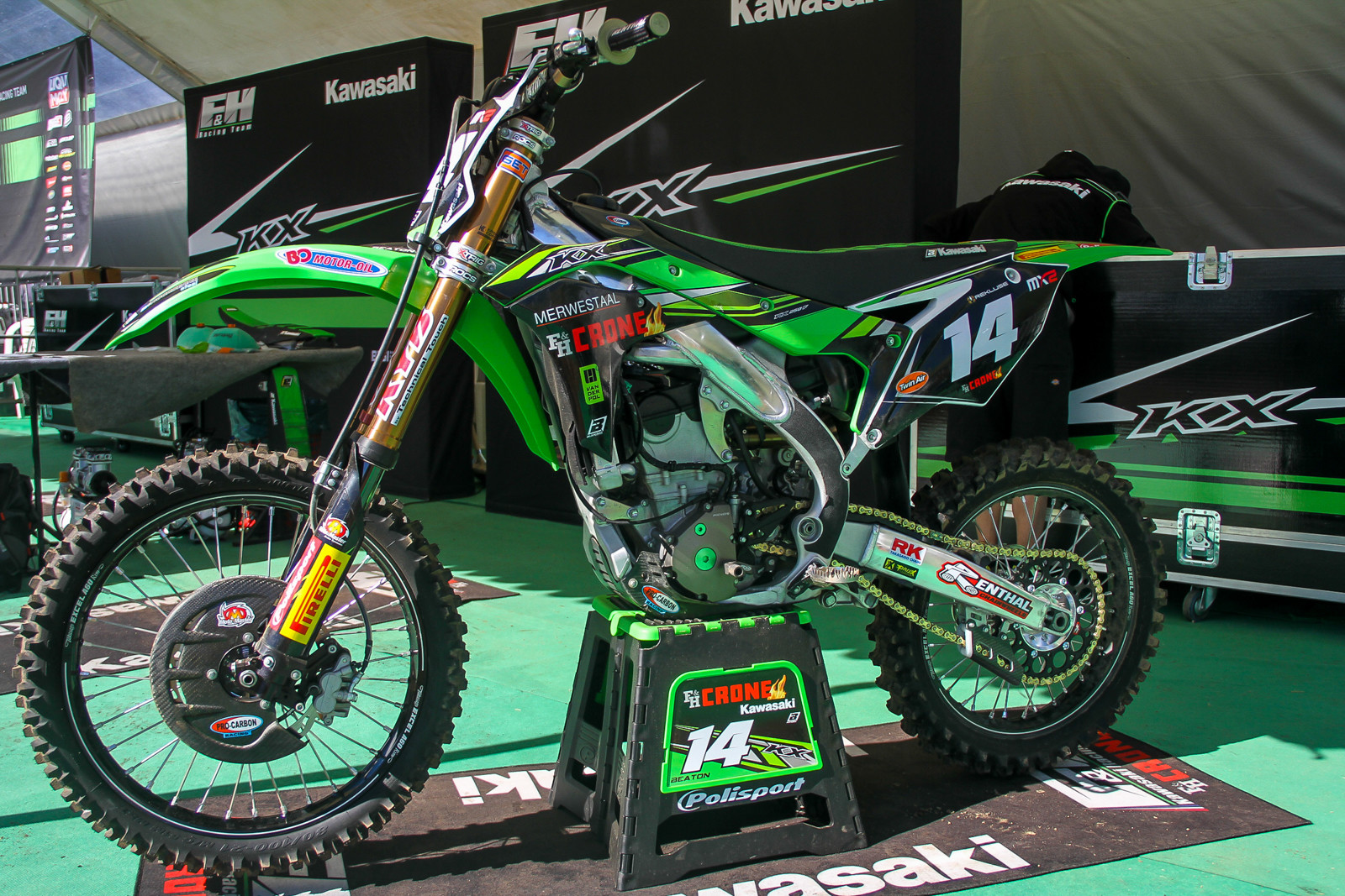 The prior CLS Kawasaki 250 team has bowed out and their support from Kawasaki and Monster was transferred over to F&H Kawasaki for 2018. The new team has a little bit different look to its predecessor, with KYB suspension and HGS exhausts to start.