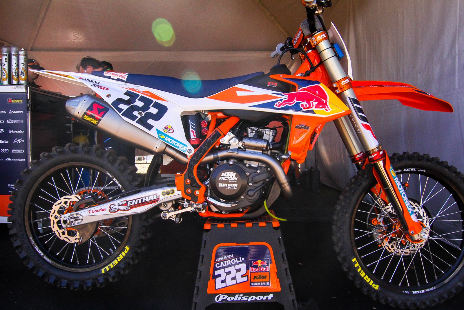 Antonio Cairoli's 2019 KTM 450 SX-F looks pretty similar to the US race bikes but one obvious difference is the head-pipe...which is quite a bit longer with different tapers. This is done to produce more low-end torque and along with some other minor engines changes to suit the MXGP riders needs.