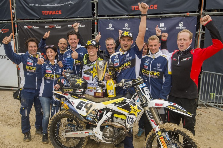 Martens and his team celebrating Covington's Villars-sous-Ecot GP win at the final race of 2017