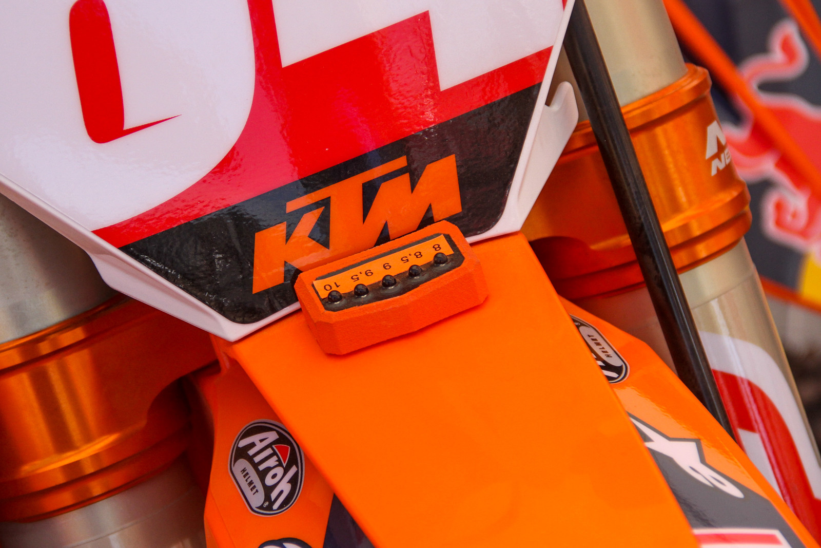Herlings looks to have a rev counter on the front fender. 8 standing for 8,000rpm, 8.5 for 8,500rpm, etc...a nice little reminder of where you're at on the start.