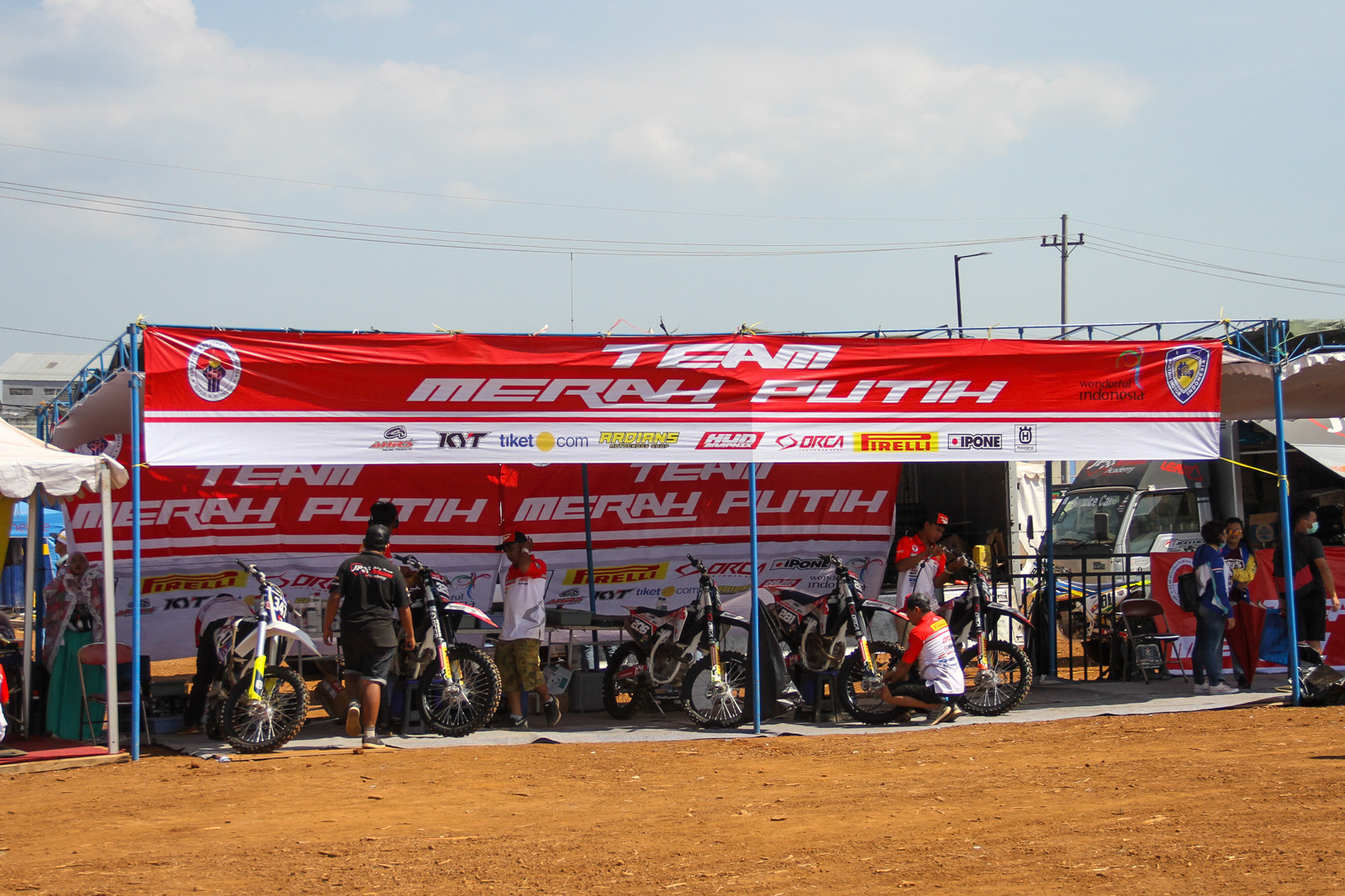 Indonesia does have a growing MX population and one of their local teams had a few riders taking up the wildcard slots.