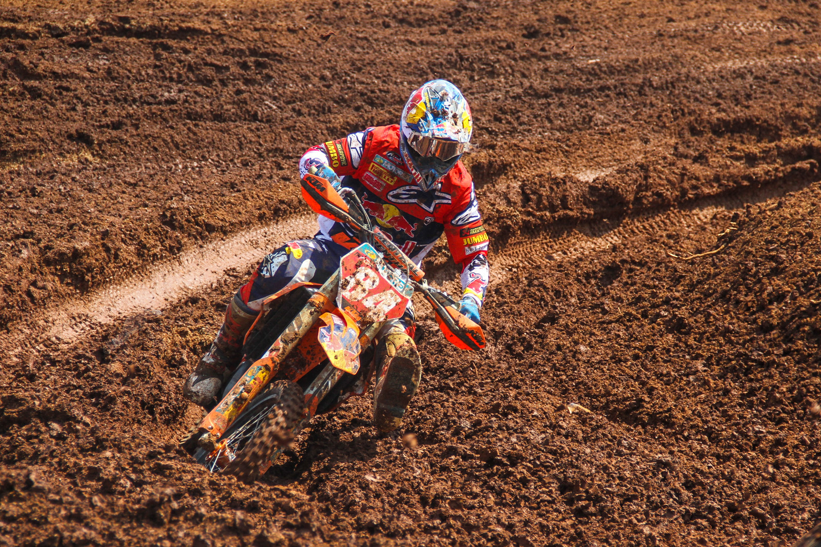 We noticed Herlings jersey looked a bit bulkier than usual, it seems the Dutchman added an extra layer of protection after his recent injury.