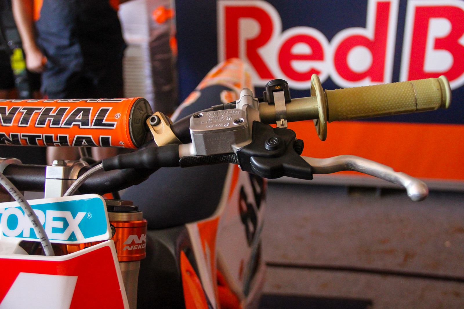 While Jeffrey Herlings uses the Brembo master cylinder that comes stock on the KTMs.