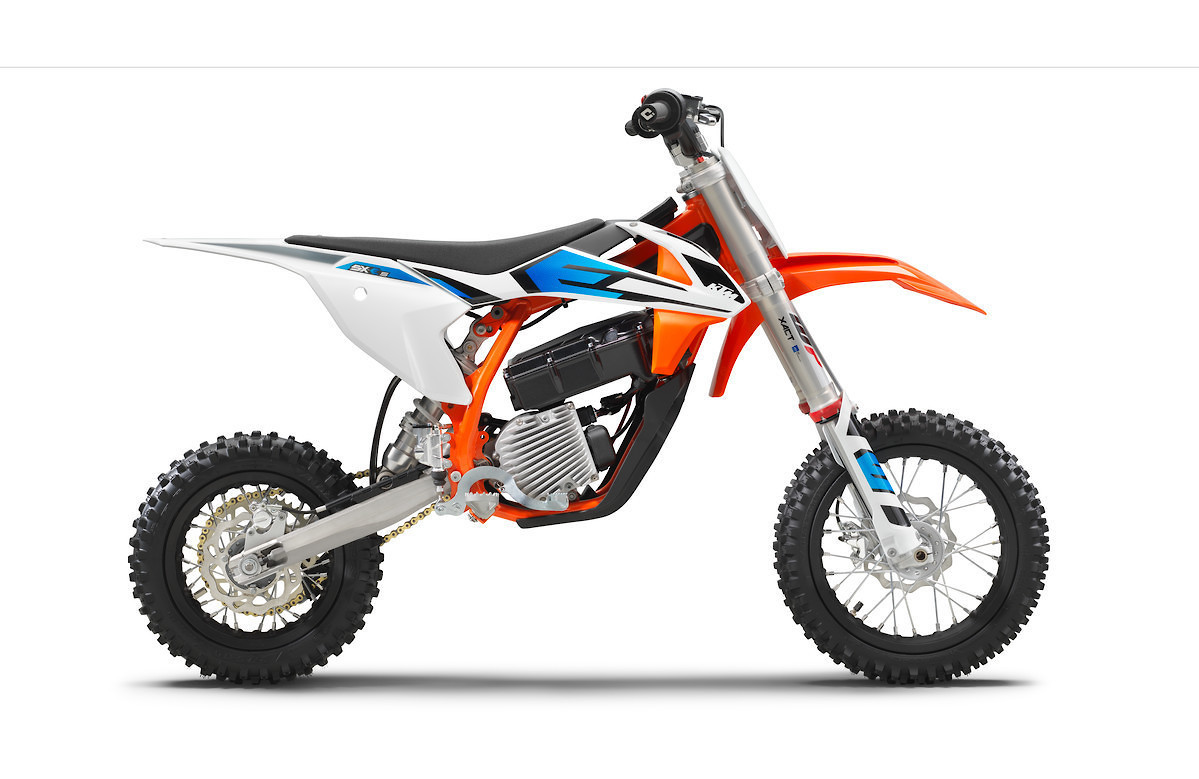 First Look 2020 Husqvarna Ee 5 And Ktm Sx E 5 Motocross