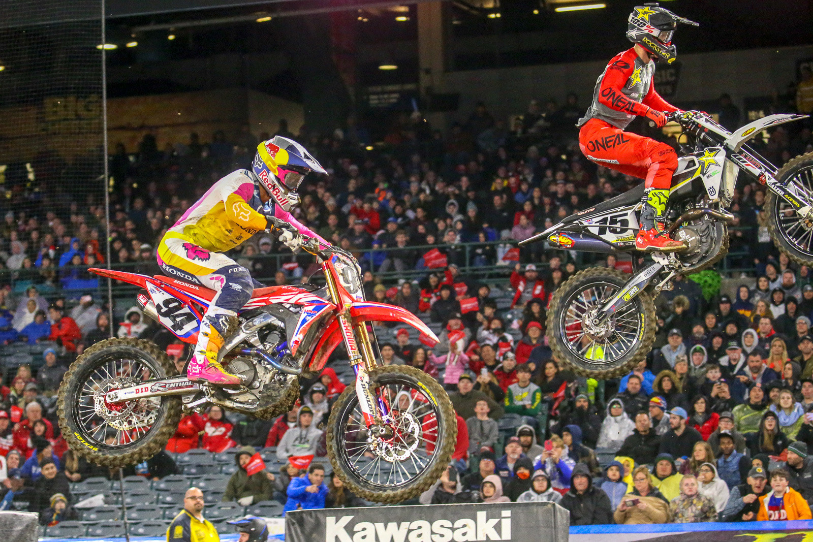 We got a sneak peek of the night's main event in the first 450 heat race, where Ken Roczen and Dean Wilson battled for the win. Kenny took this one.