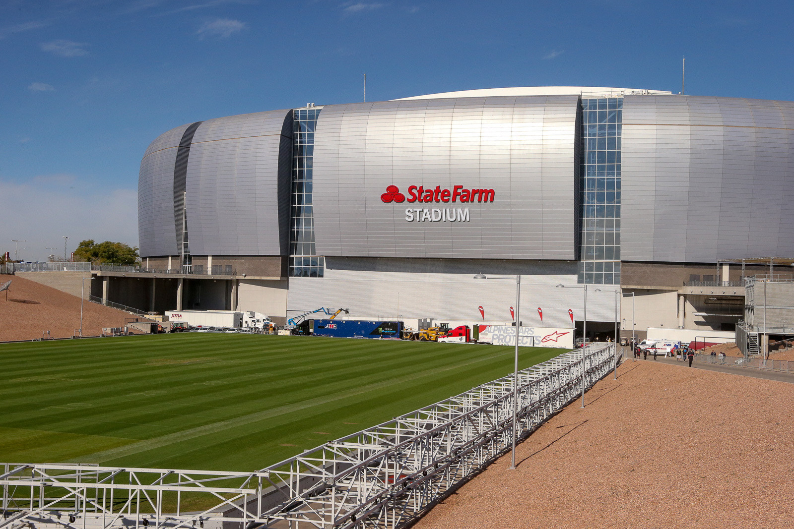We're back at the giant spaceship in the desert, the State Farm Stadium. After some renovation last year, the grass field was back in its usual spot, rolled on its tracks outside of the stadium. How cool would it be if there was a Supercross track on the other side, ready to roll in?