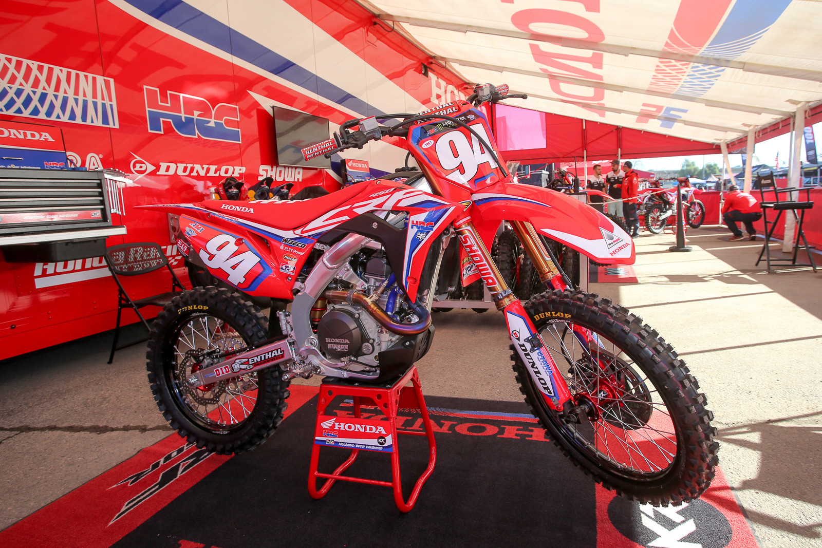 Man, the Team Honda HRC bike of Ken Roczen looks sweet with red plates.