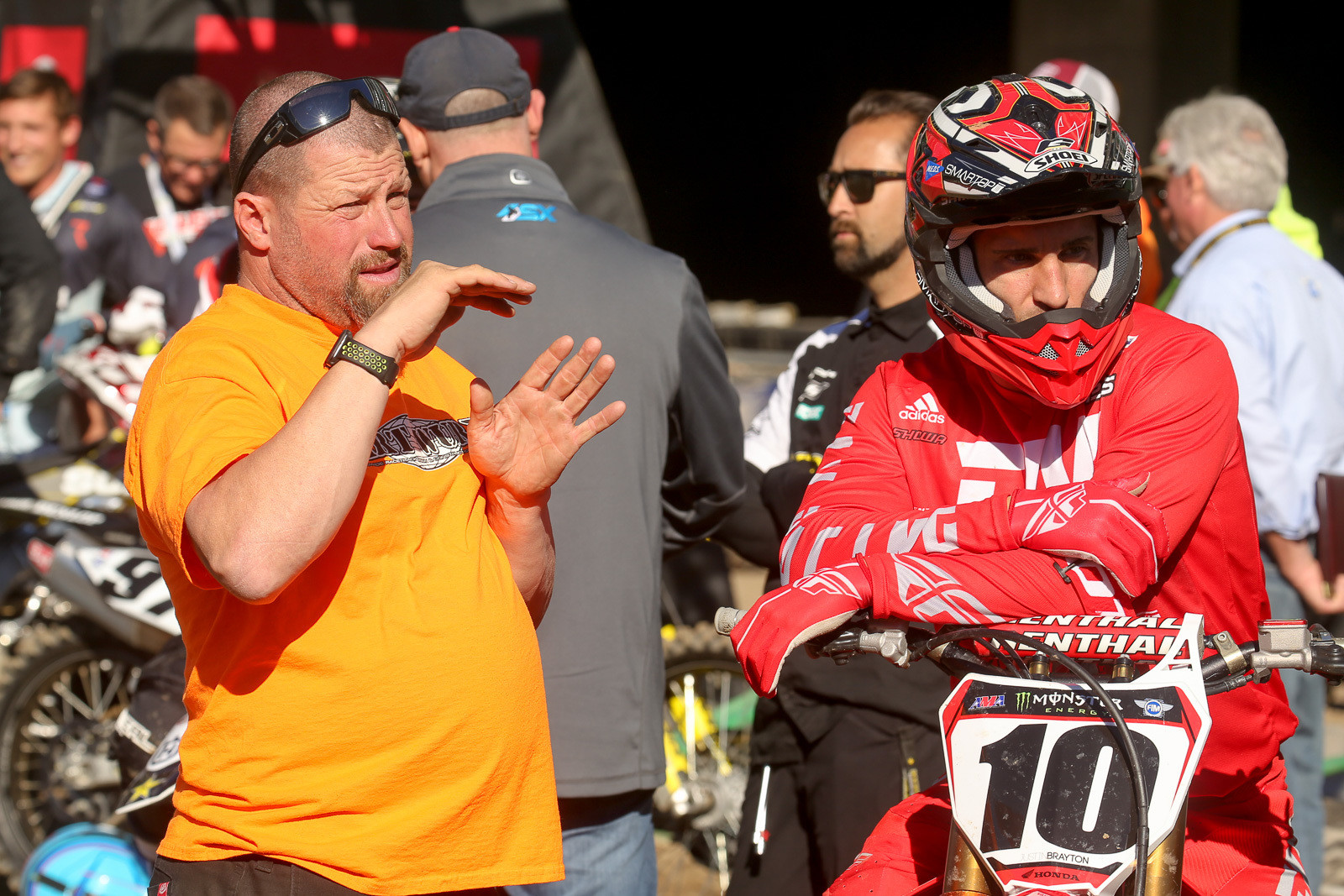 Randy Mennenga from Dirt Wurx checks in with Justin Brayton for some Friday feedback.