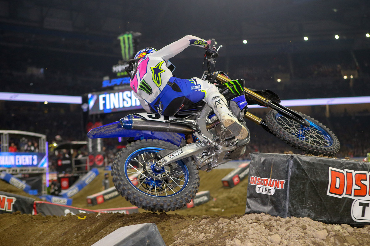 Justin Barcia forced his way past Blake Baggett and led for five laps in the final main.