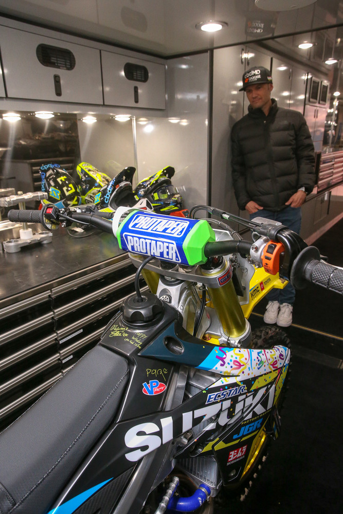 Happy birthday to Chad Reed. The JGRMX/Yoshimura/Suzuki Factory Racing squad did up some cool graphics to celebrate his 37th.