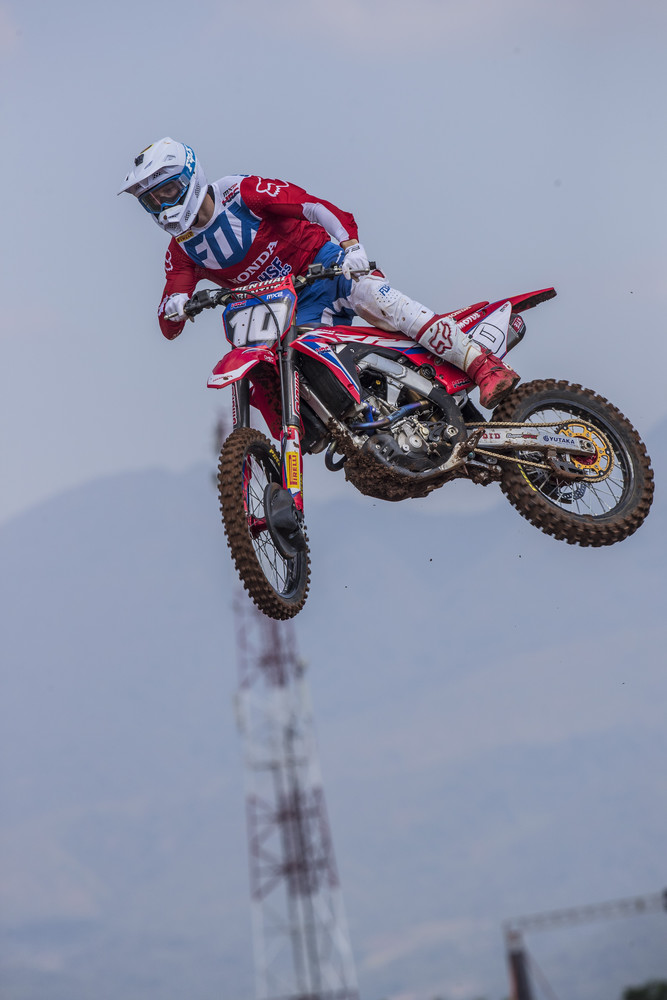 Gajser's teammate in the MX2 class, Calvin Vlaanderen got his first podium this weekend with 5 - 3 moto scores.