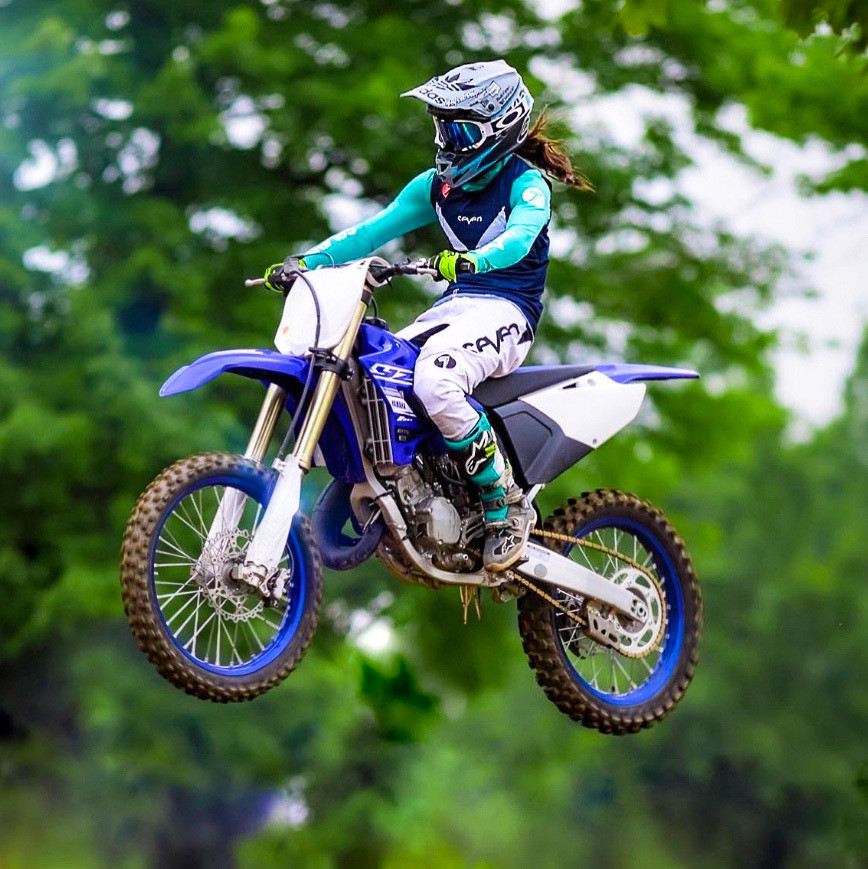 Alyse on her YZ125.