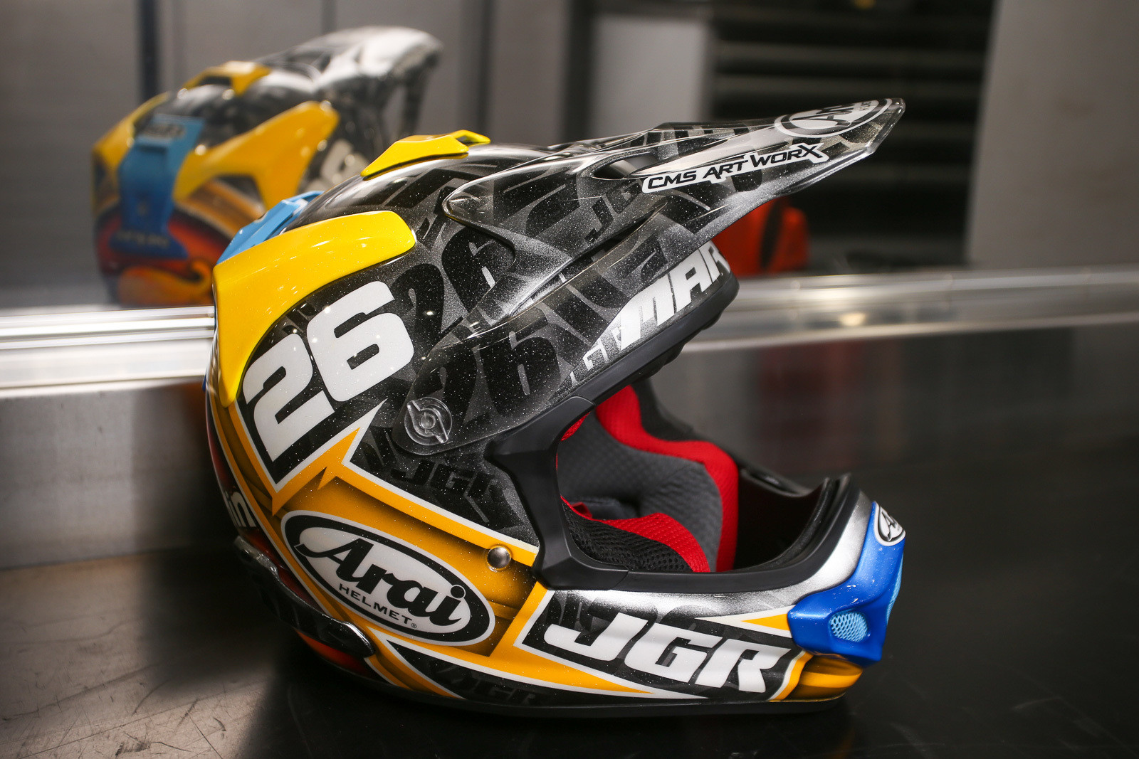 A couple weeks ago we showed you a new custom-painted Arain for Alex Martin. Unfortunately, crashes happen, and he now has a shiny new custom replacement.