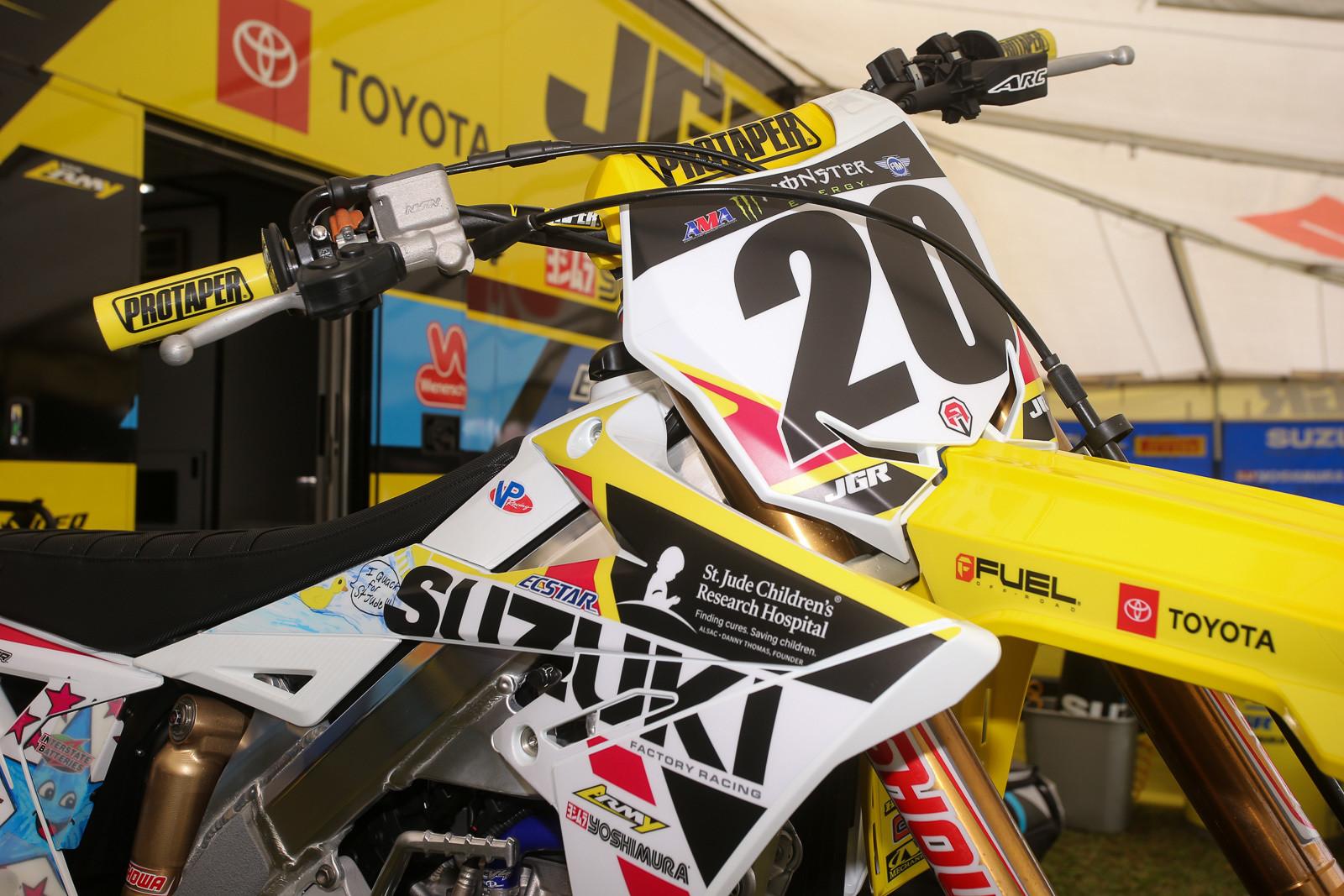 Yep, the JGRMX/Yoshimura/Suzuki Factory Racing crew are running the St. Jude graphics, too.