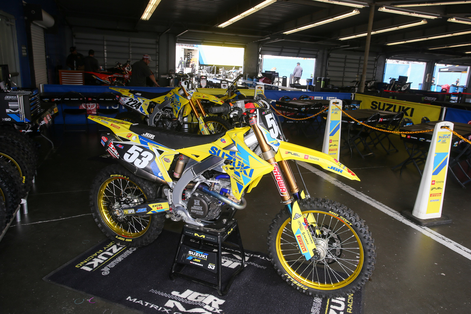 Charles Lefrancois (224) recently won the UK Arenacross title, and he'll join the JGRMX/Yoshimura/Suzuki Factory Racing squad for the next few races to fill in on the 450 side.
