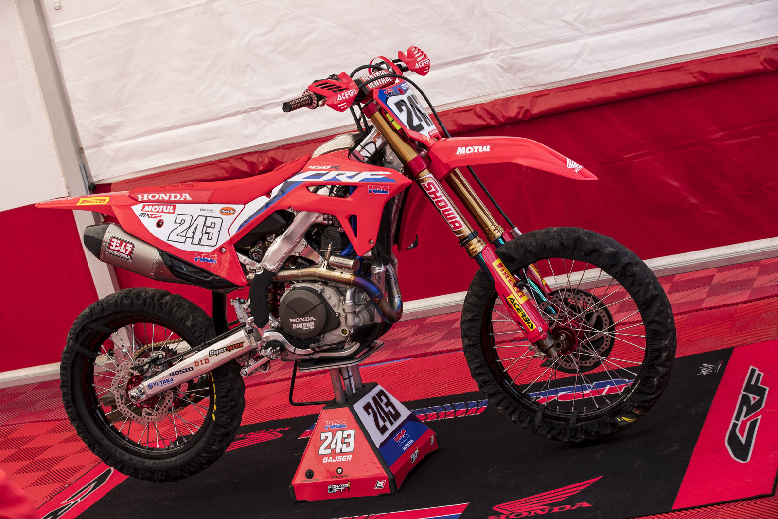Now to what we've been waiting for... Some real shots of Tim Gajser's 2021(?) Honda CRF450R