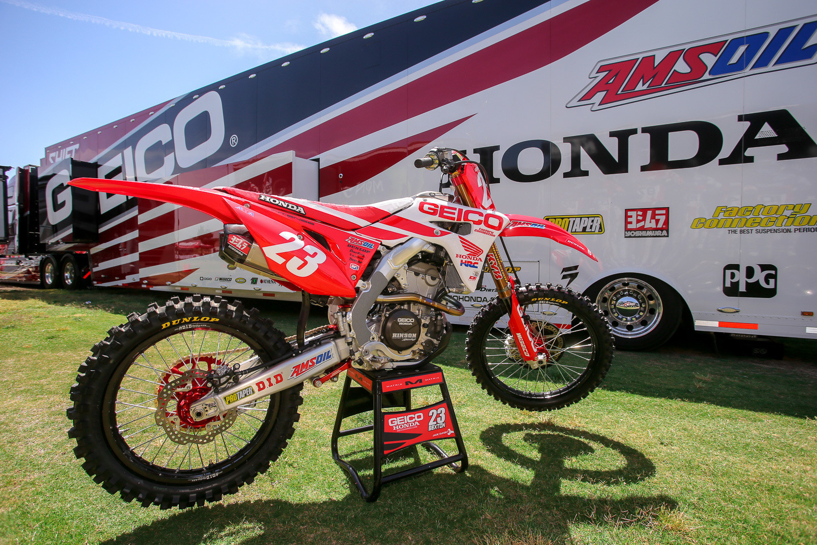 The GEICO Honda guys did up a special bike for Chase Sexton this weekend, which showed off the newly acquired red plates pretty nicely.