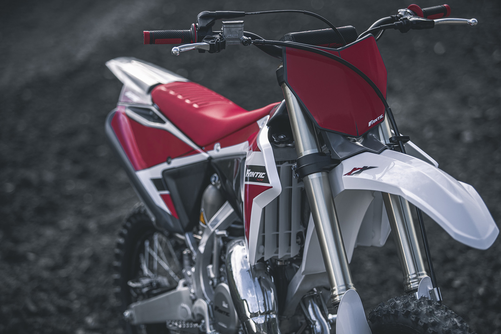Knowing not to mess with a winning combination, the YZ chassis and suspension seems to be left alone on the XX 125.