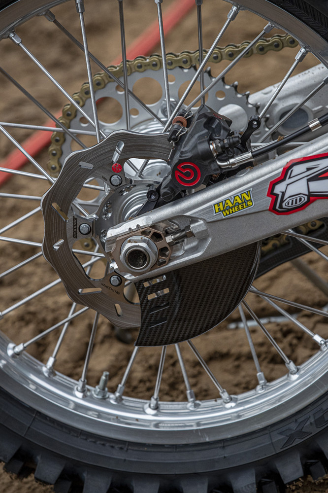 Our photographer abroad focused on some rear brakes this round.