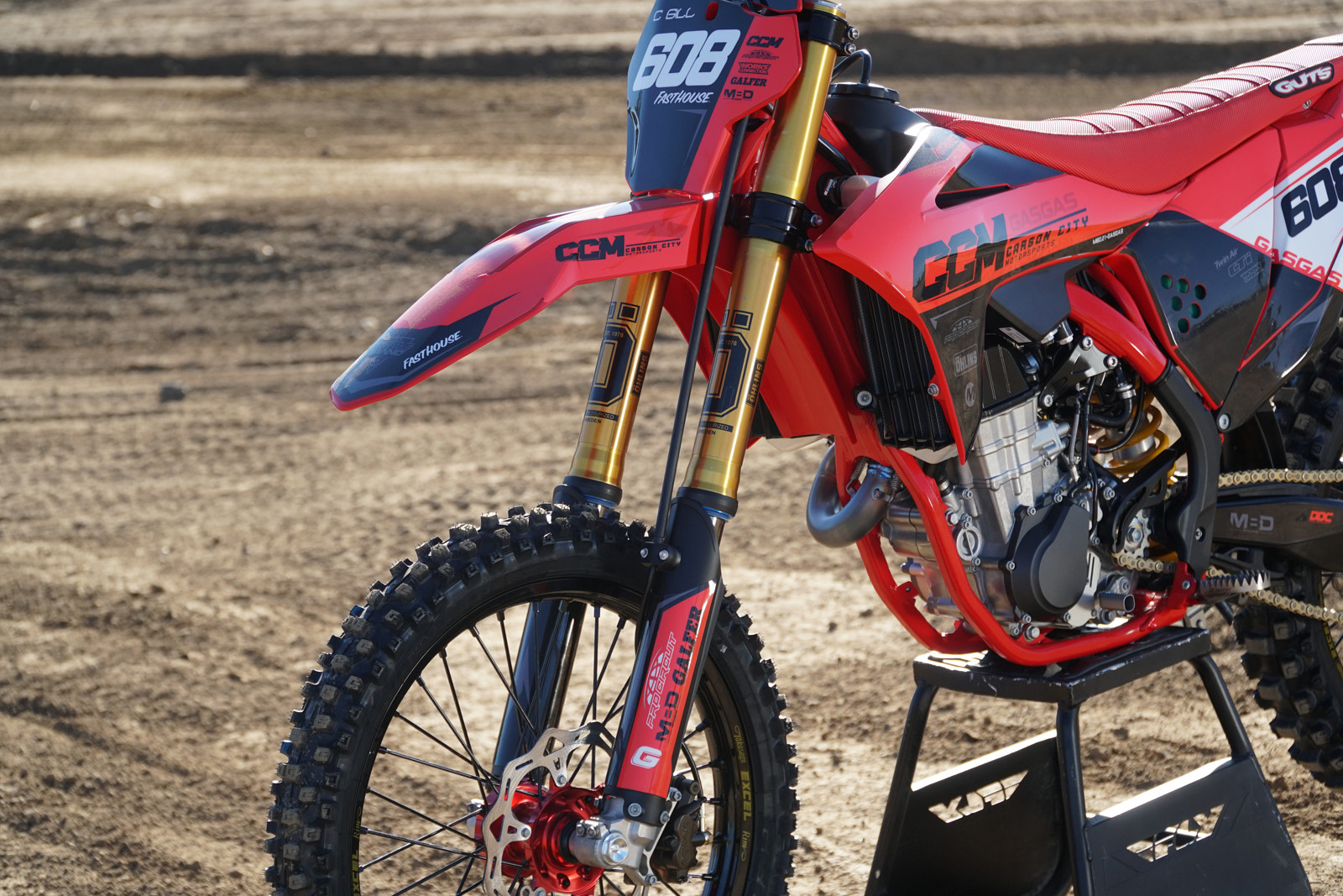 The biggest change to the MC 450F is the suspension. Up front is the Ohlins RXF 48 Fork.