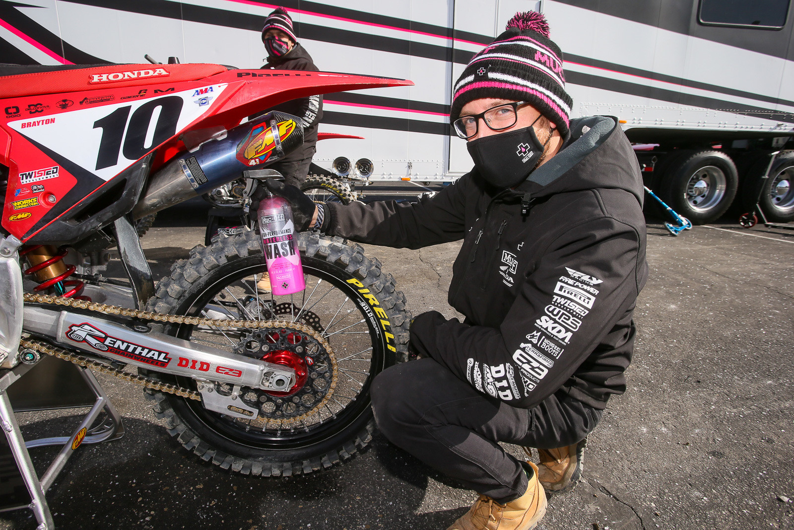 It's always nice to see a team actually using their sponsor's product. The Muc-Off Honda squad decided it was nice enough outside during the day to ditch the tent for a fast post-race retreat, but that they'd also work outside. The Muc-Off alllowed them to do a quick spray and wipe on the bikes.