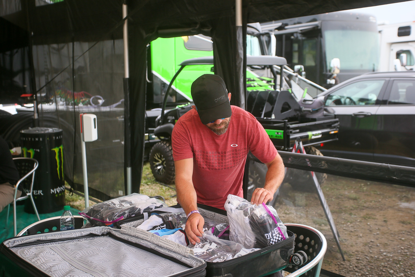 Most of the goggle guys have pre-done suitcases with mud-prepped goggles that they pull out when needed.