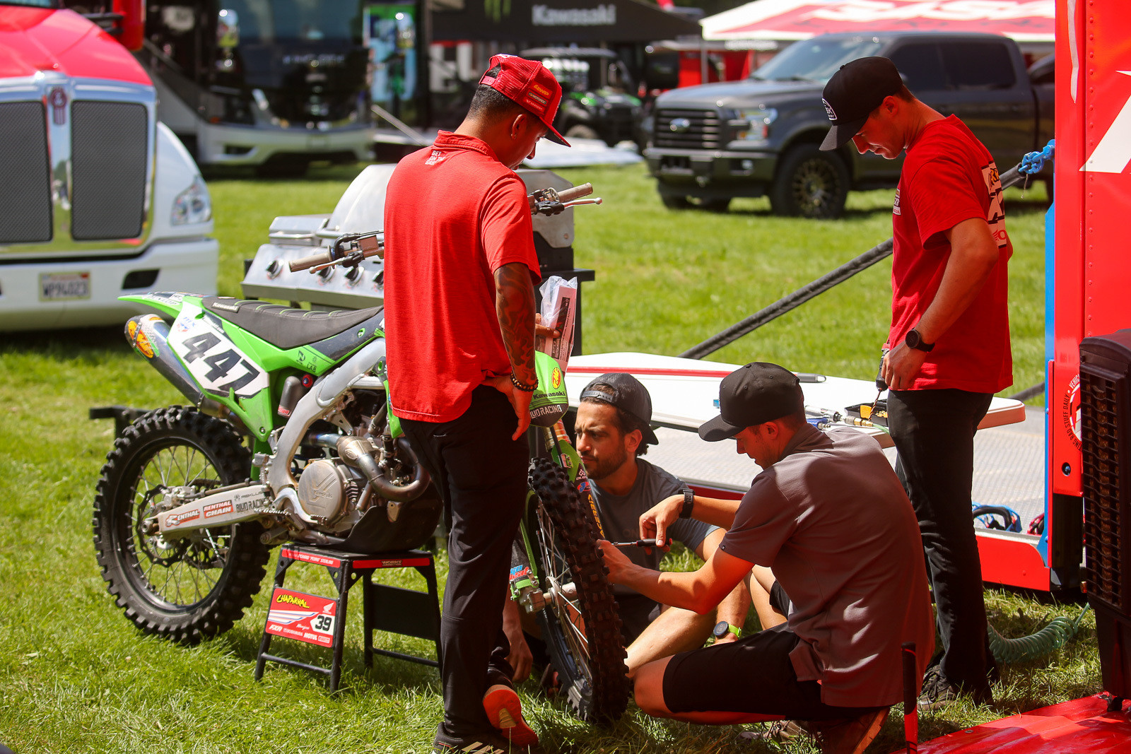 On Friday we caught the Chaparral FXR Honda squad helping out Deven Raper, who had an errant fork lug bolt.