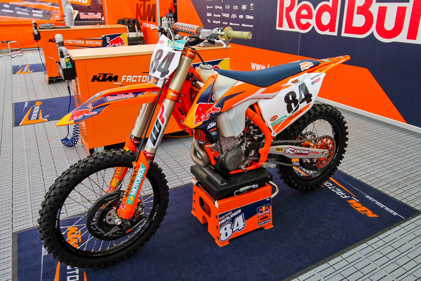 Jeffrey Herlings Large Tank - Vital MX Pit Bits: 2017 MXGP of Valkenswaard - Motocross Pictures - Vital MX