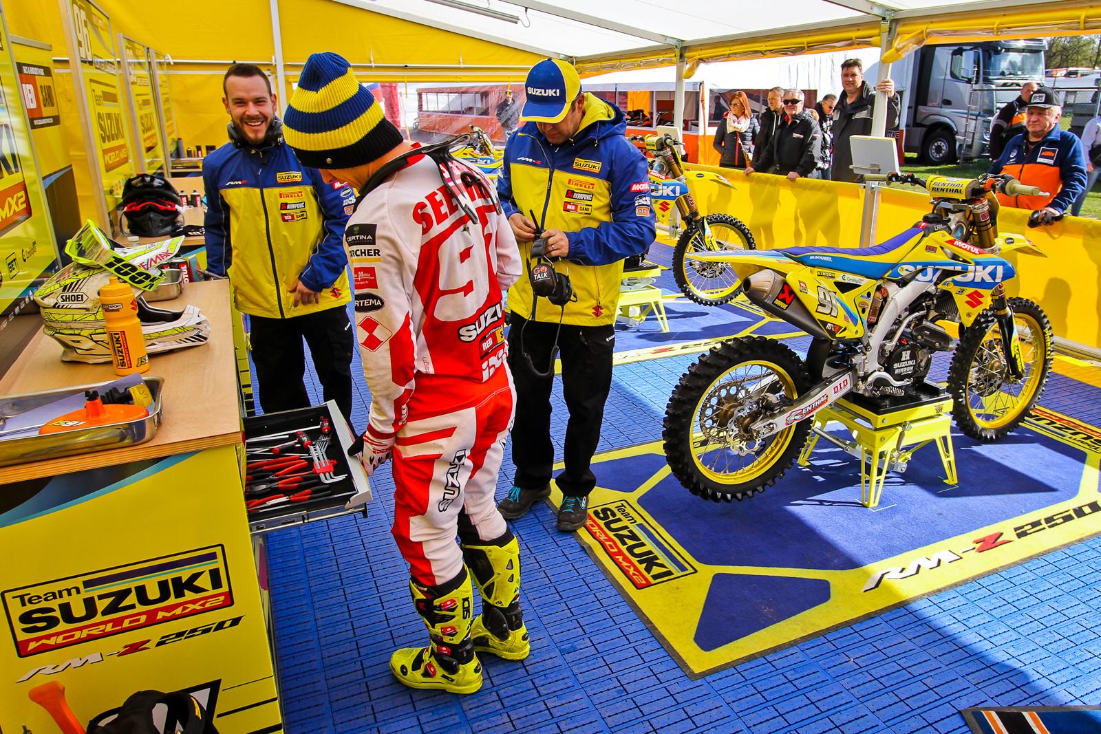 Suzuki World MX2 - Vital MX Pit Bits: 2017 MXGP of Valkenswaard - Motocross Pictures - Vital MX