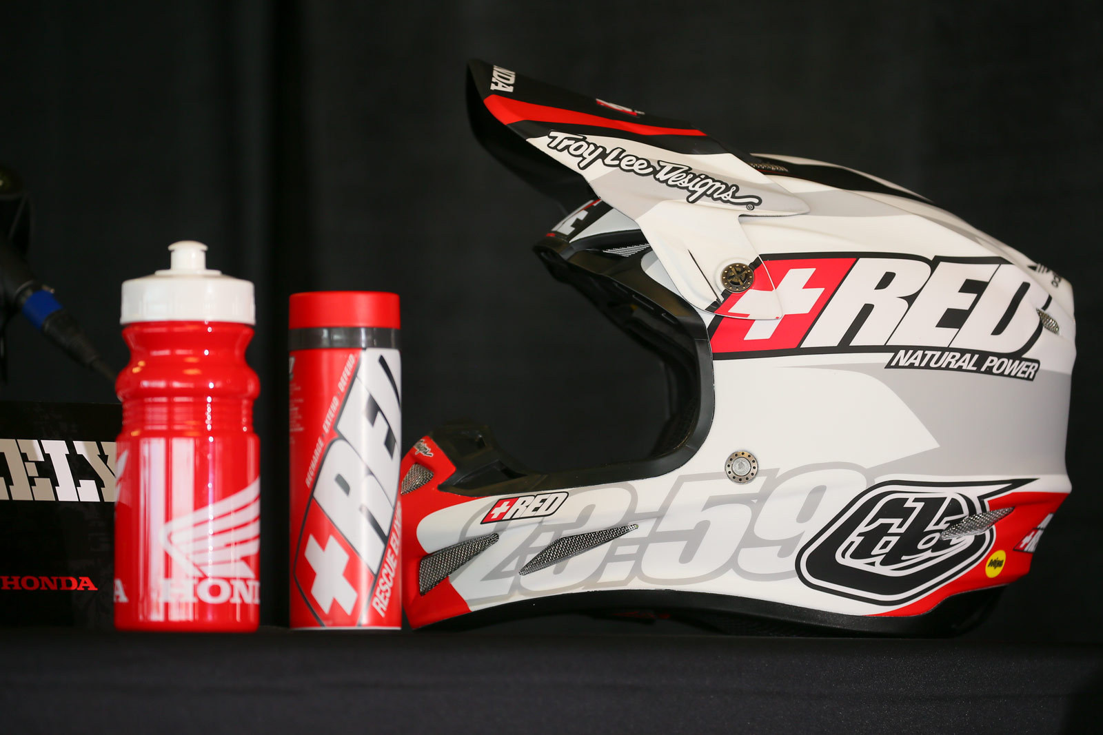 Red Elixir - Vital MX Pit Bits: 2016 Monster Energy Cup - Motocross Pictures - Vital MX