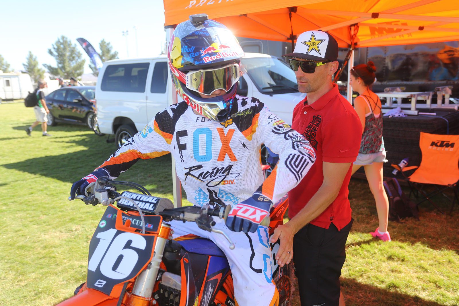 Enzo Lopes and Brett Metcalfe - Vital MX Pit Bits: 2016 Monster Energy Cup - Motocross Pictures - Vital MX