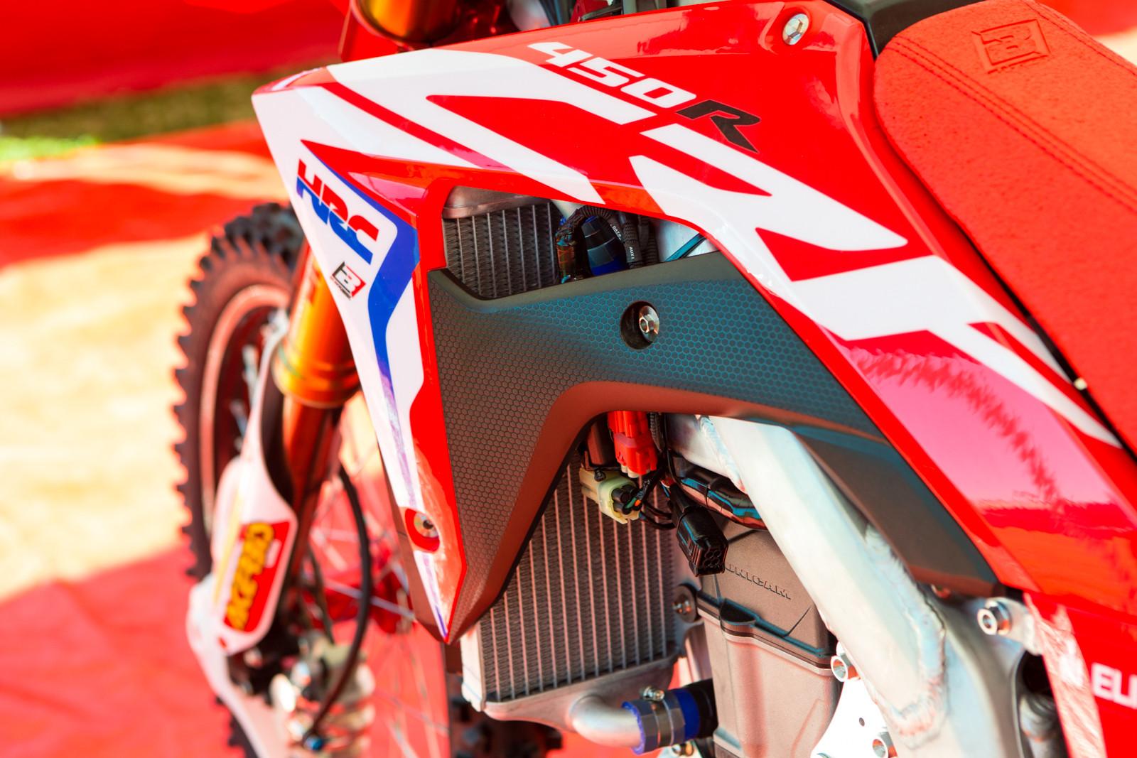 Production vs Pre-Production - Vital MX Pit Bits: 2016 Monster Energy Cup - Motocross Pictures - Vital MX