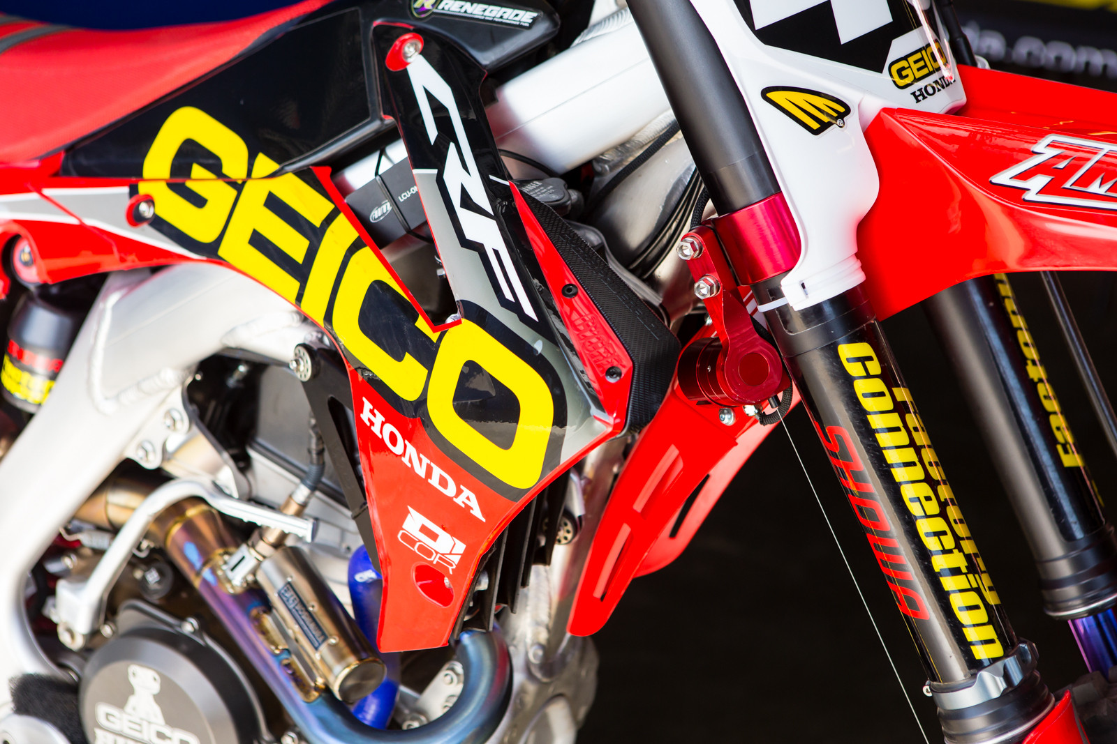 Data Acquisition Forks - Vital MX Pit Bits: Daytona Supercross - Motocross Pictures - Vital MX