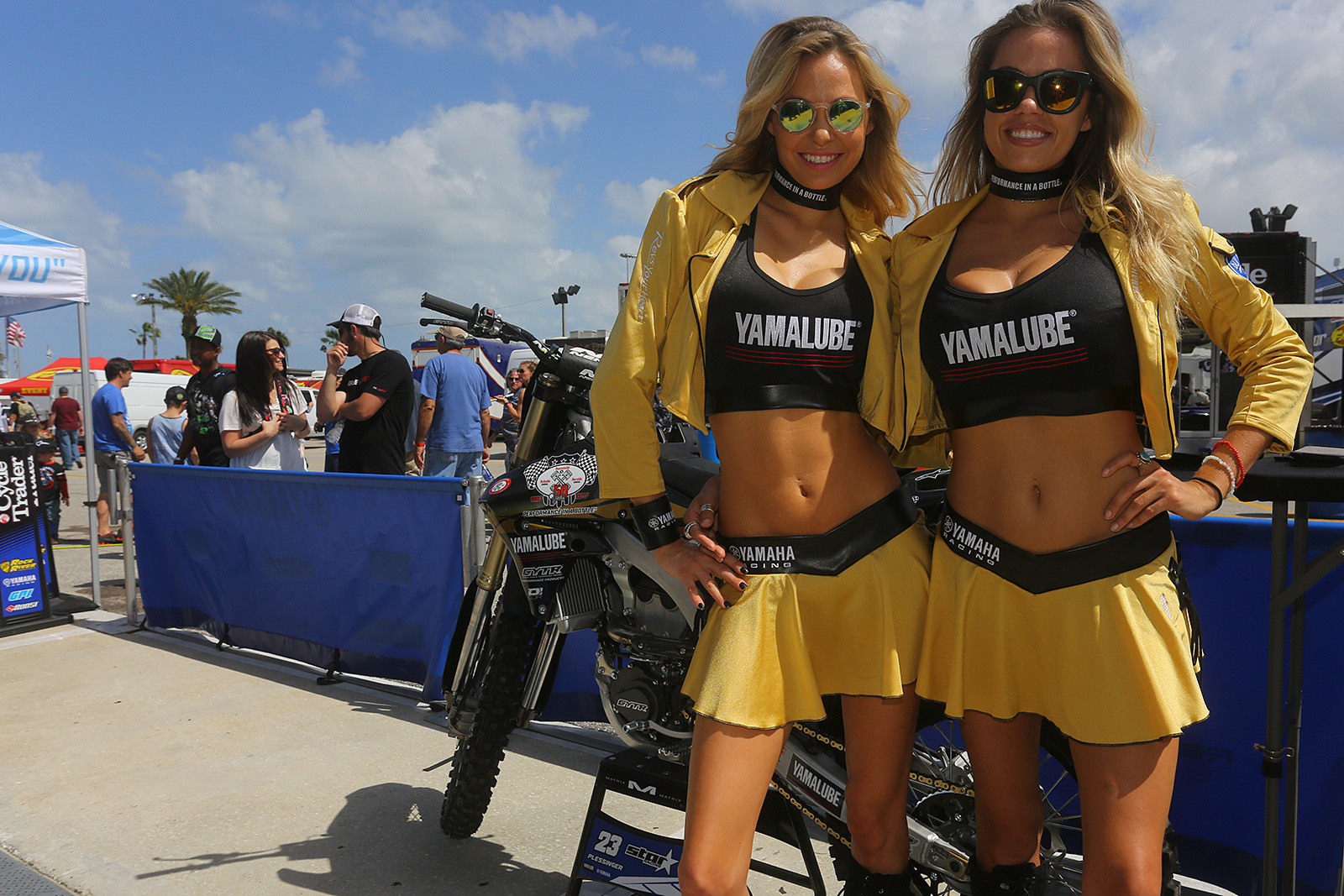 Yamalube Girls - Vital MX Pit Bits: Daytona Supercross - Motocross Pictures - Vital MX