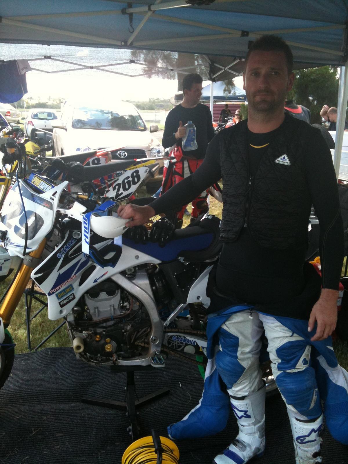 6529 BK customer wearing vest  - techniche-intl - Motocross Pictures - Vital MX