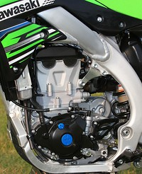 S200x600_141_1106_05_z_2012_kawasaki_kx450f_first_impression_motor