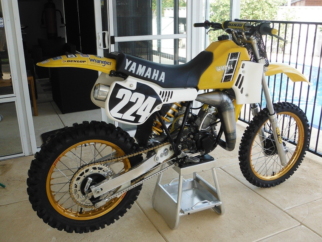 I decided to build a tribute to the 1983 OW125 that was run by Lechien.