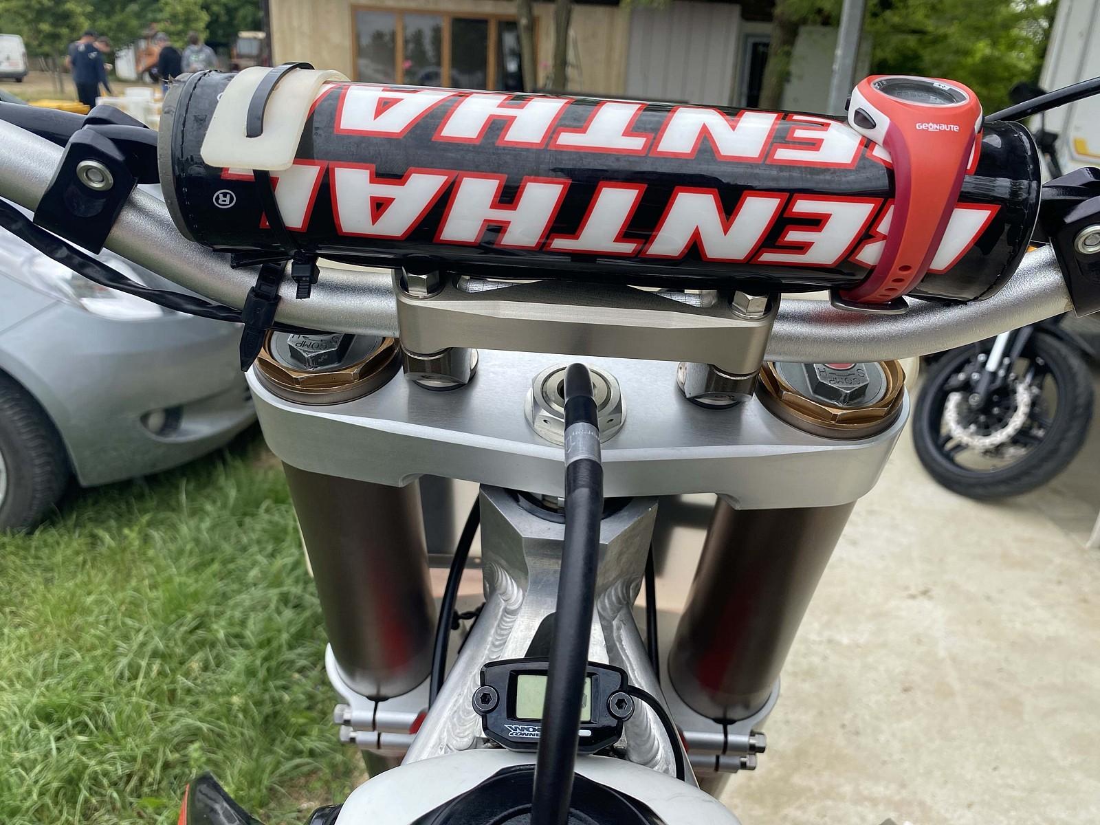 triple clamp HRC replica - Debegio - Motocross Pictures - Vital MX