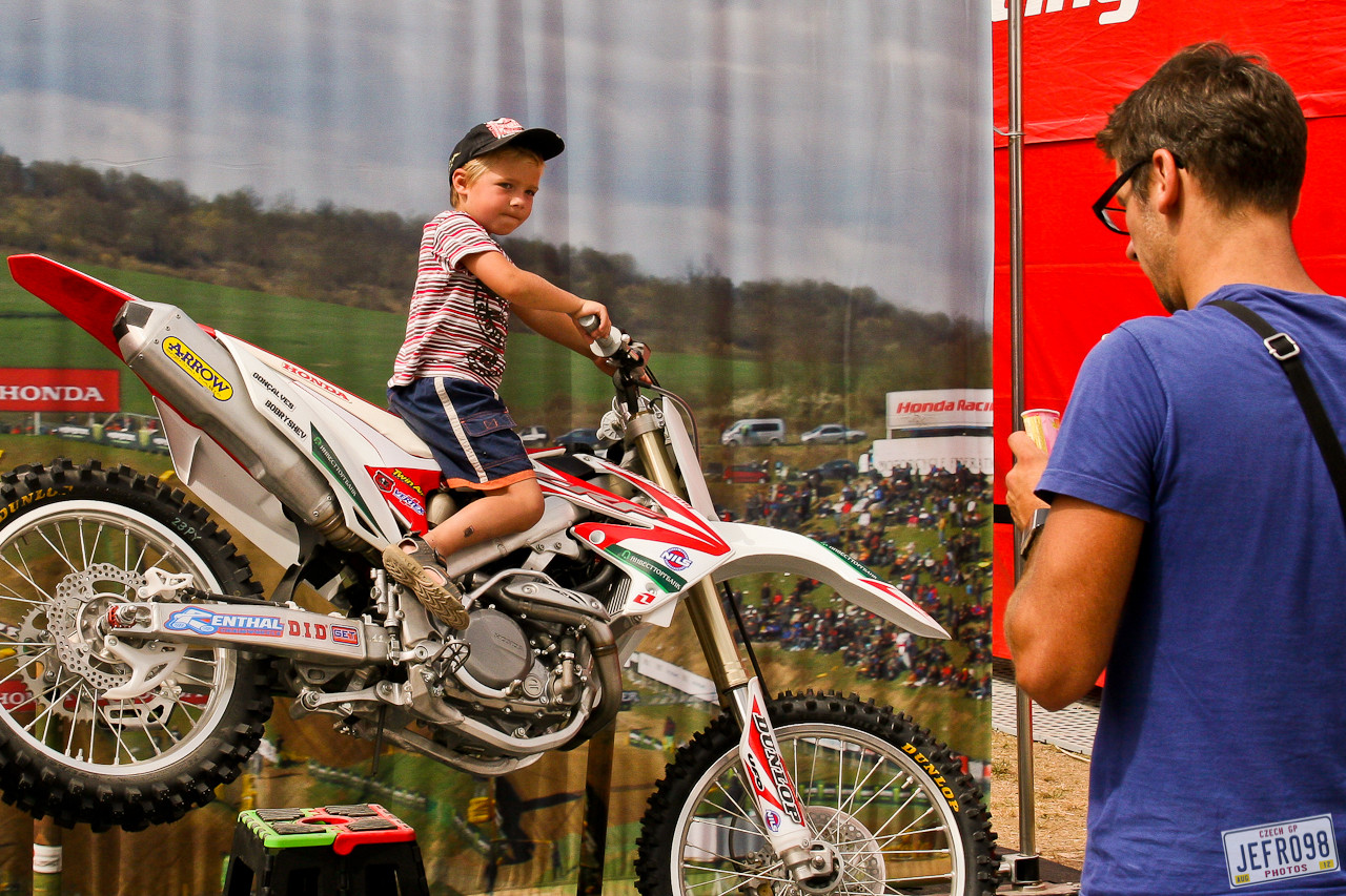 Photo opportunity - Czech GP Sunday Racing pictures - Motocross Pictures - Vital MX