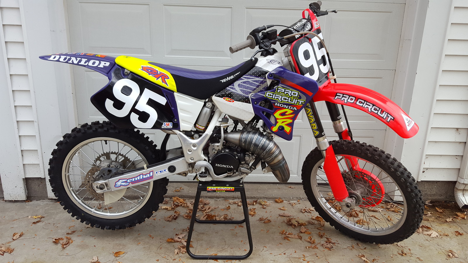 I wanted to build a bike that looked like it came straight out of '95. I didnt want to use any modern parts on it whatsoever. As my buddy Dillon Reimann put it, basically a bike that looks like a Pro Circuit sponsored privateer bike.
