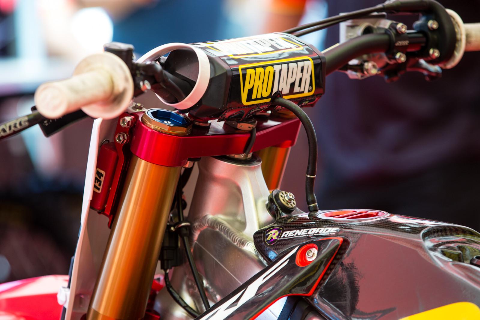 Jeremy Martin - Vital MX Pit Bits: Glen Helen - Motocross Pictures - Vital MX