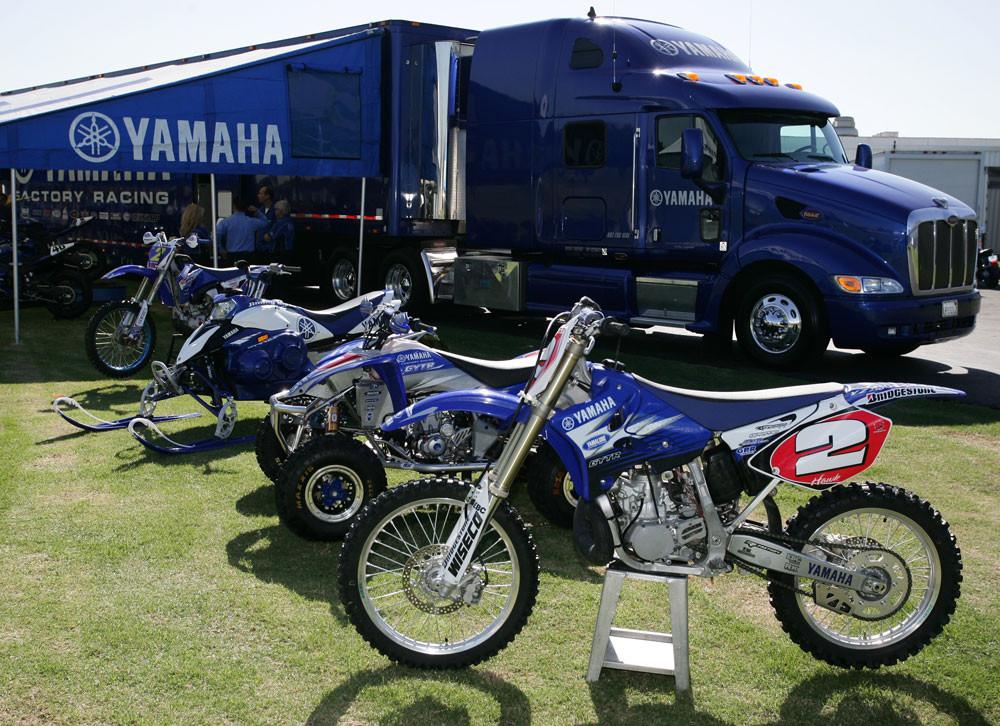 Yamaha Racing - 2007 Yamaha Team Intro - Motocross Pictures - Vital MX